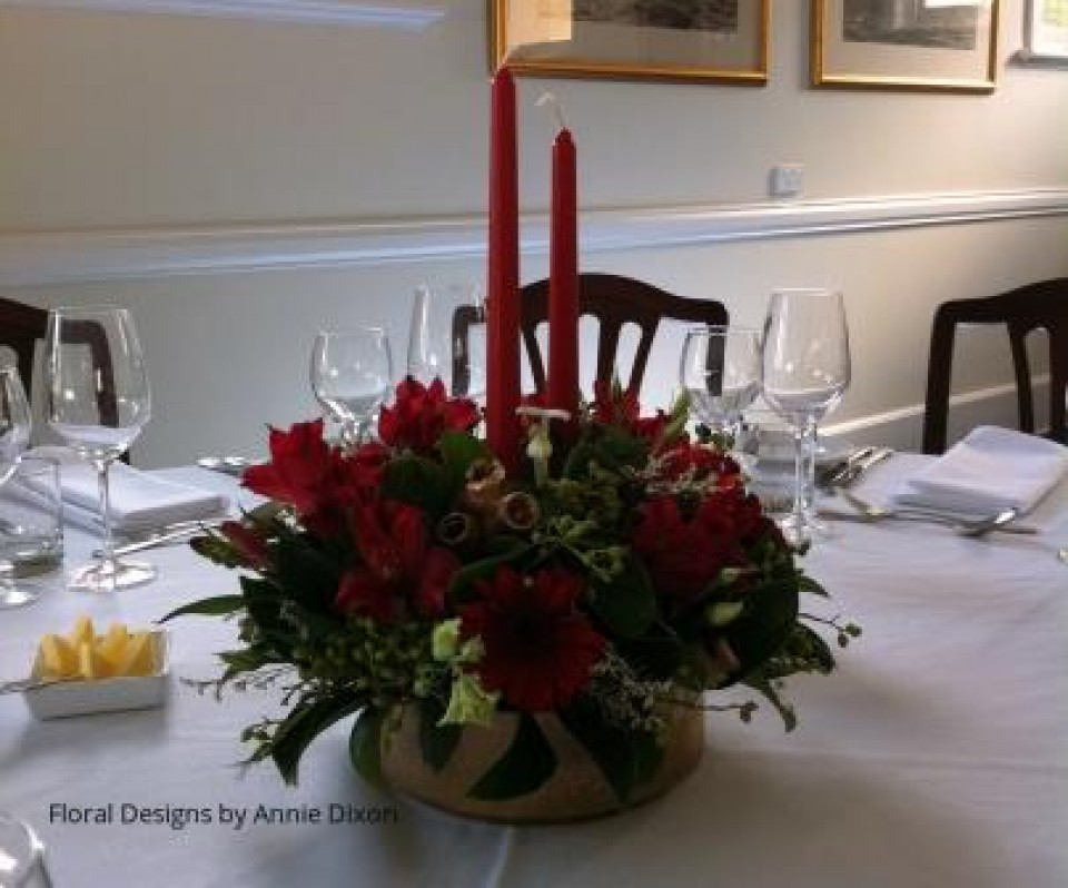 Red and gold Christmas table arrangement