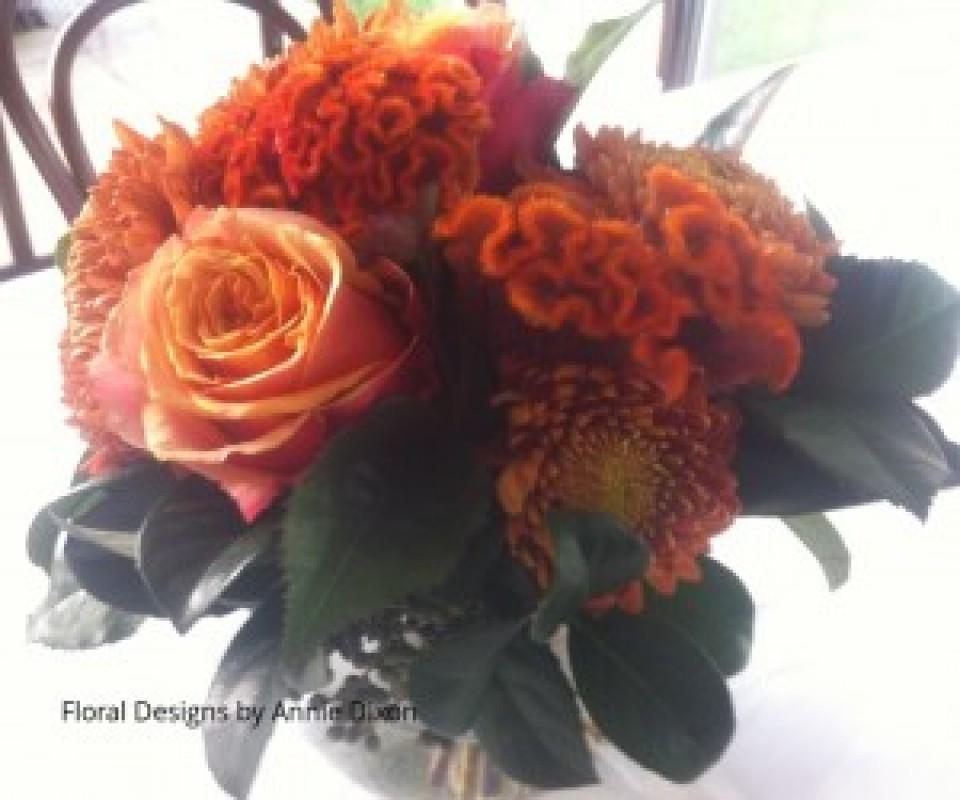 Rustic dining table arrangement in autumn colours