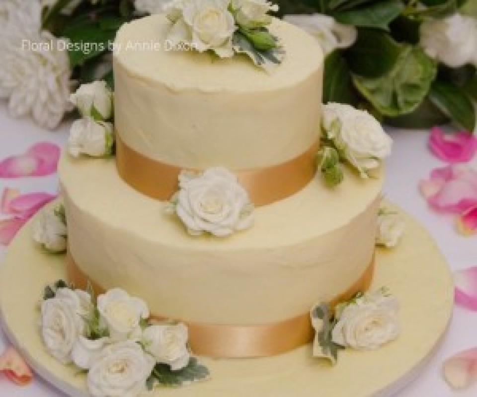 2 tier butter iced wedding cake decorated with Mini Roses