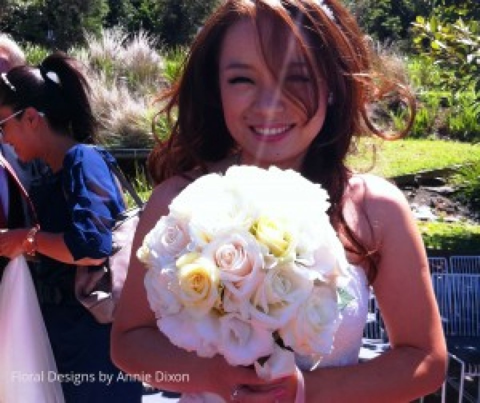 Bride and her pastal rose bouquet