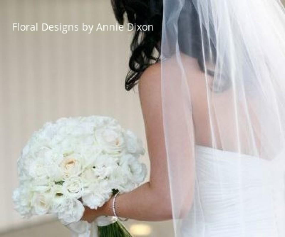 Bride with her ivory rose bouquet